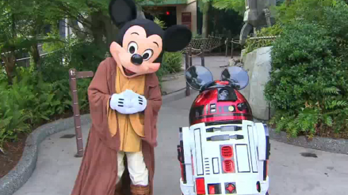 Jedi Master Mickey Mouse and R2-MK outside the Star Tours 1