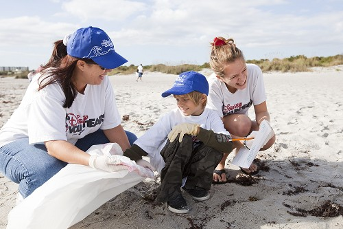 Hundreds of Disney VoluntEARS Team Up to Clean Up Brevard County Beaches 1