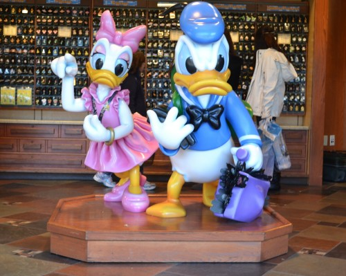 Disney Pin Trading: Rules and Etiquette for Enjoying the Experience 1
