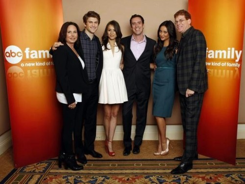 I. MARLENE KING (EXECUTIVE PRODUCER), TROIAN BELLISARIO, MICHAEL RILEY (PRESIDENT, ABC FAMILY), KEEGAN ALLEN, SHAY MITCHELL,  OLIVER GOLDSTICK (EXECUTIVE PRODUCER)