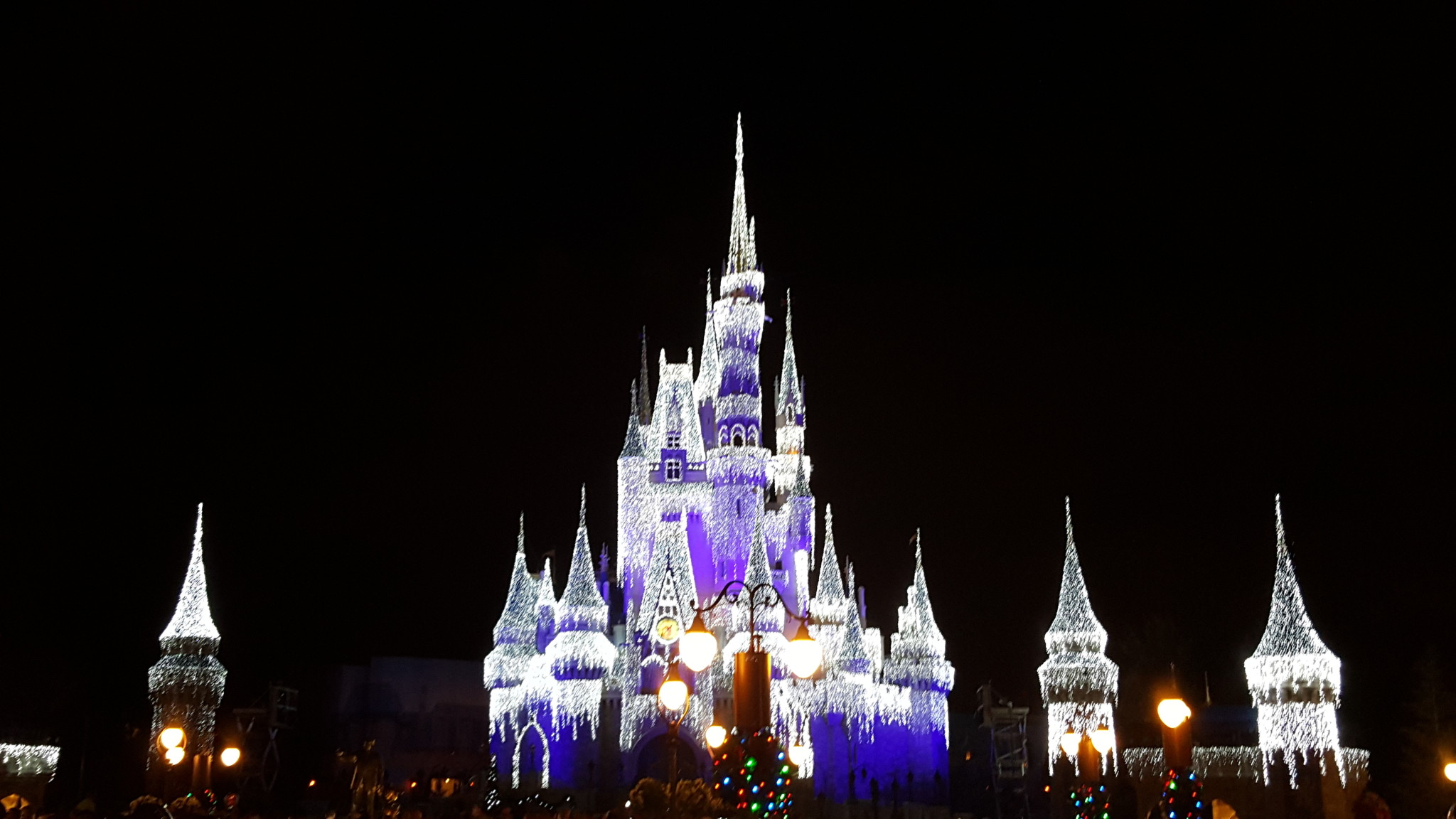 mickeys very merry christmas party returns for 21 magic filled nights in 2016 - Disney Christmas Party 2015