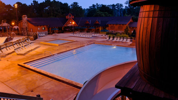 pools-cabins-at-fort-wilderness-resort-00