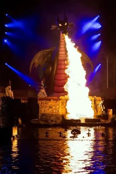 Video: Fantasmic! Returns to Disneyland Park 2