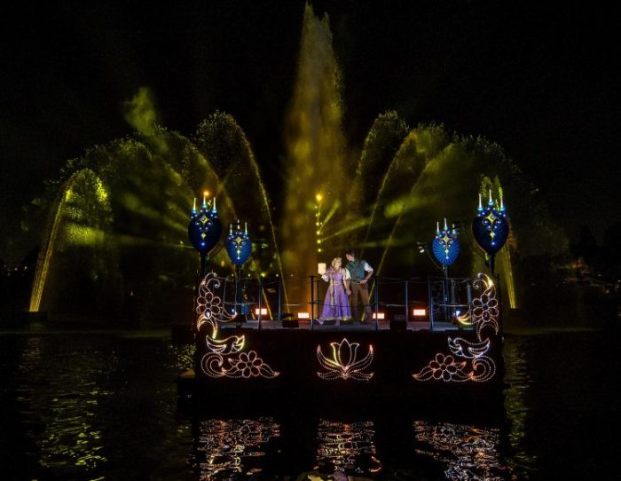Video: Fantasmic! Returns to Disneyland Park 3