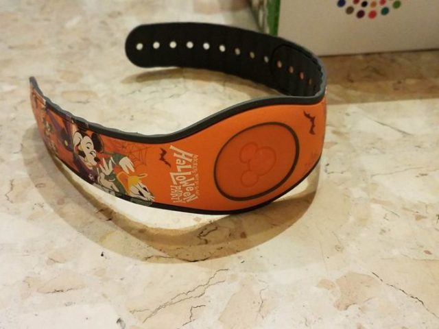 First Look At Event Exclusive Mickey's Not-So-Scary Halloween MagicBand 7