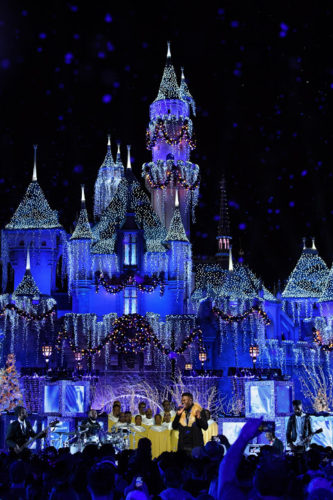 Disney Magic and Celebrities are Abound During 'The Wonderful World of Disney Magic: Magical Holiday Celebration' Airing November 30 4