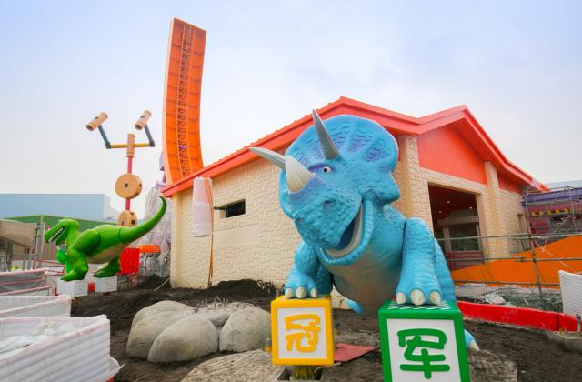 Rex and Trixie Arrive At Toy Story Land in Shanghai Disneyland 3