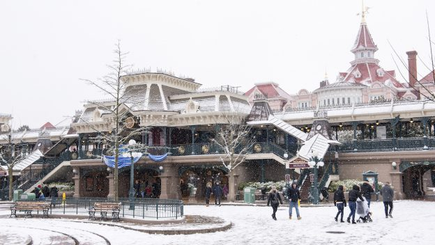 PHOTOS: Disneyland Paris Covered In Snow Creates Magical Photos 3