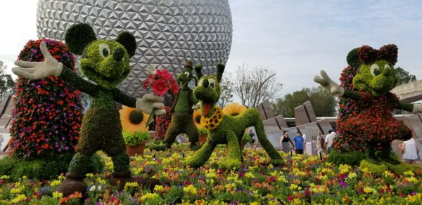 See How Crews Assemble Topiaries for the International Flower and Garden Festival Overnight! 1