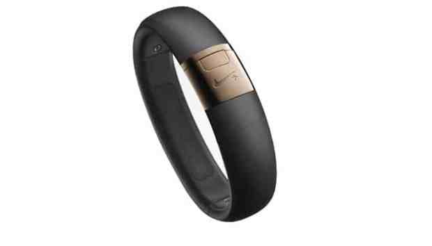 Nike-FuelBand-SE-Rose-Gold-WM0114_006_B