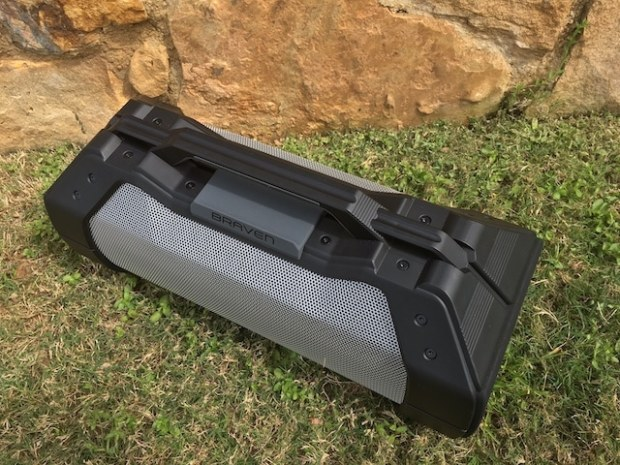 Braven-xxl-bluetooth-speaker-handle