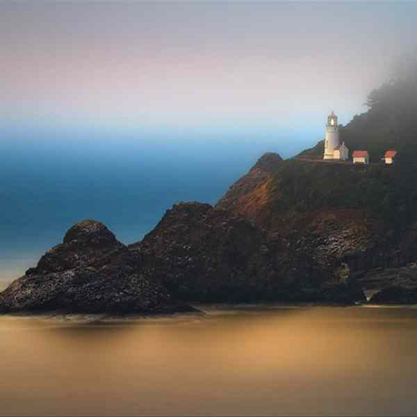 Hecetas Lighthouse in Oregon at sunset