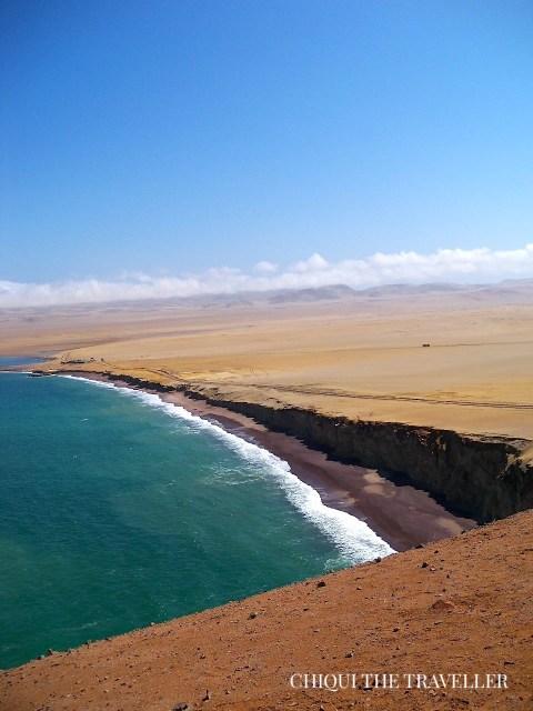 Playa Roja Paracas desde acantilado