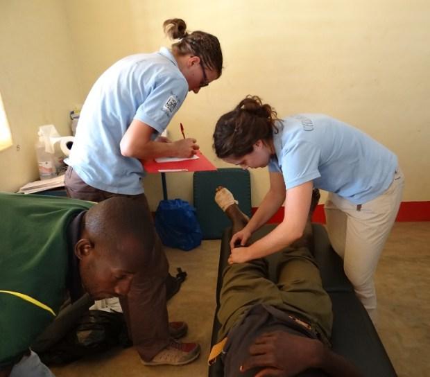 Soins de chiropraxie lors de mission humanitaire au burkina faso.
