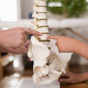 What Are The Symptoms And Causes Of Thoracic Spine Pain