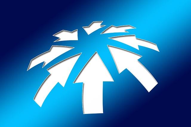 中央に向かう複数の矢印
