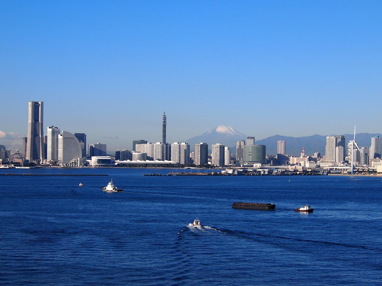 富士山とランドマークタワーと横浜港