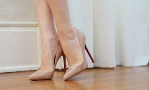 Christian-Louboutin-nude-Pigalle-pump1-LosArys