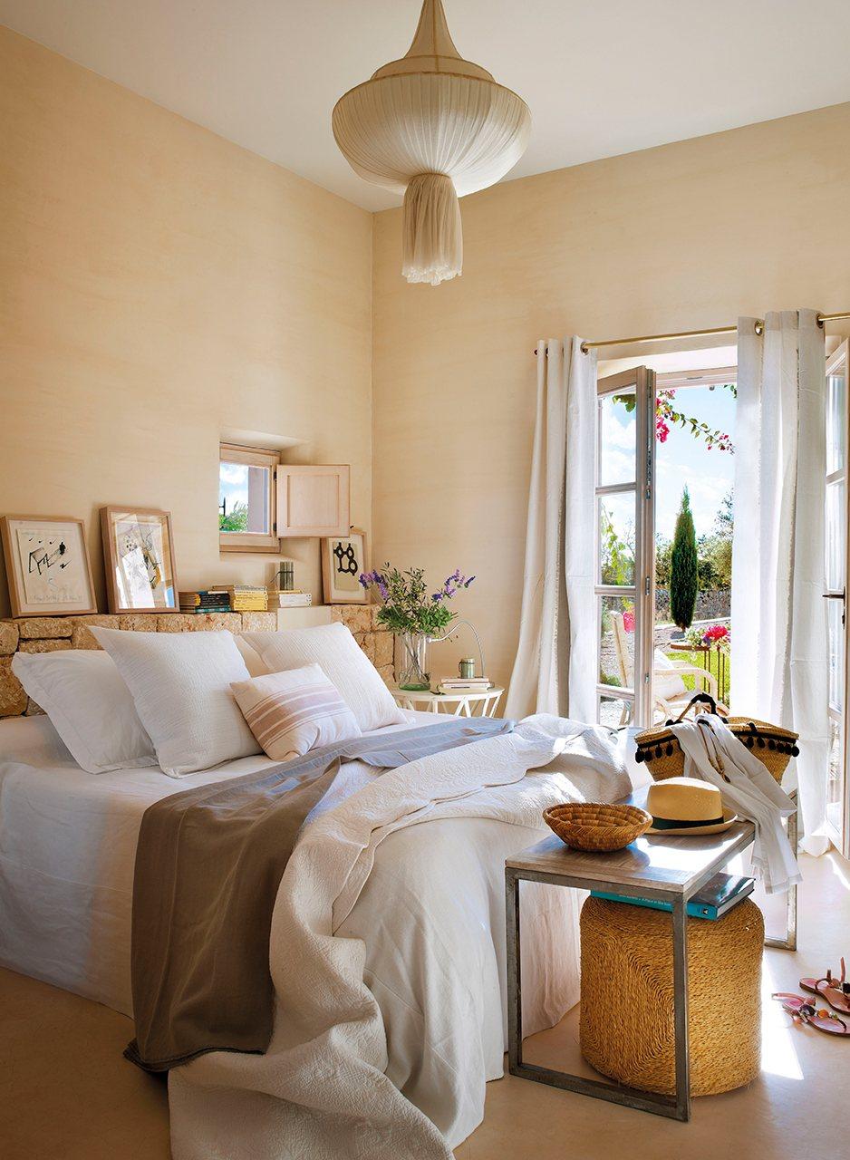 dormitorio_con_cabecero_de_murete_de_piedra_938x1280
