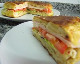 tortilla-rellena-desdelacocinadeniuconamor.blogspot.com_