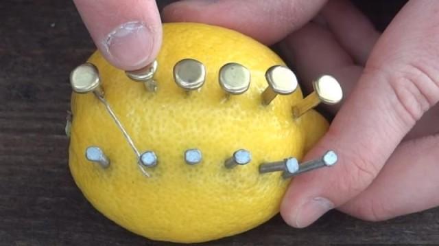 Start-a-Fire-With-a-Lemon-3-640x358