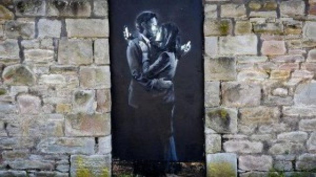 banksy-mobile-lovers amantes