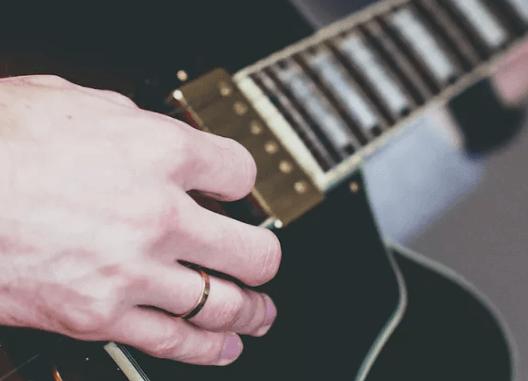 tecnica della mano destra per chitarra