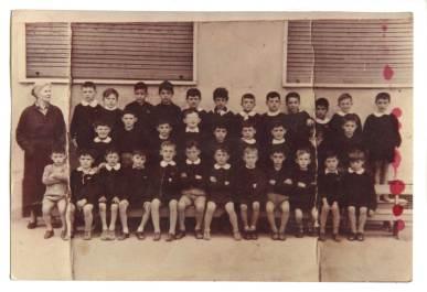 Classe di scuola elementare nelle strutture parrocchiali, anni '50