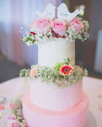 3 tiered wedding cake | vanilla strawberry | venue: Westwood Plateau