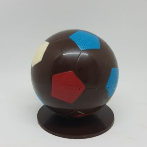 Ballon de football en chocolat au lait