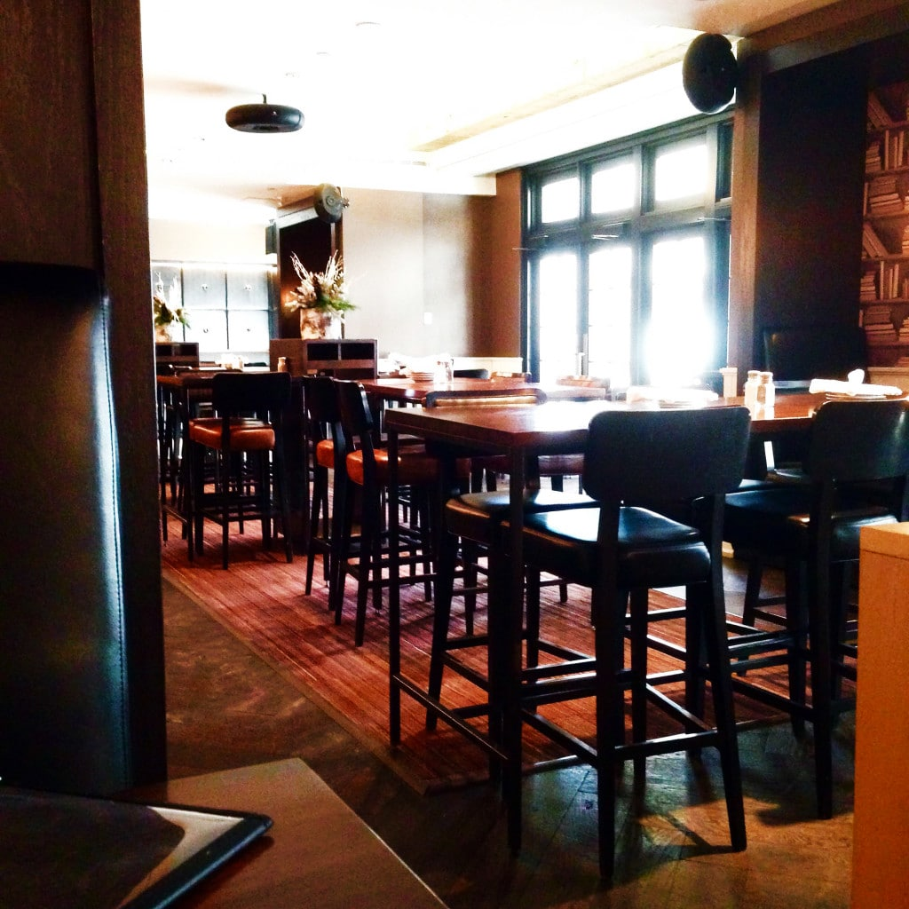 Oliver Bonacini Cafe Grill Toronto Yonge Front Lounge