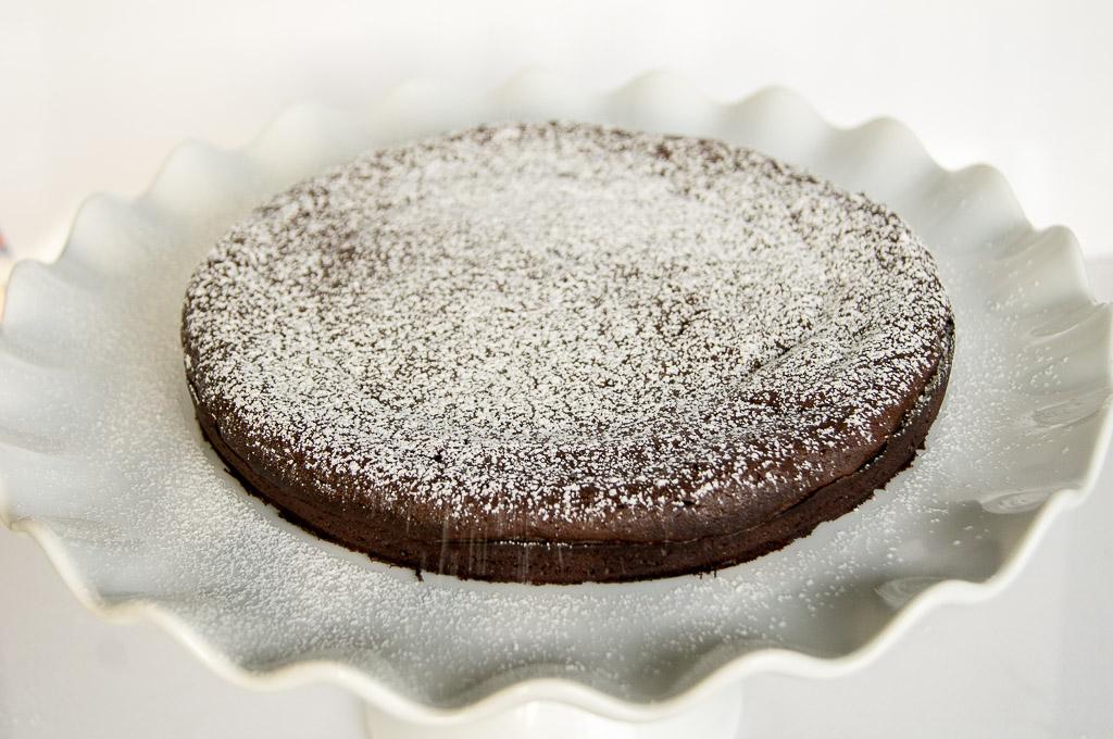 Flourless Chocolate Cake, Chocolate Cake, Gluten-Free Chocolate Cake, Gluten Free Chocolate Cake, Gluten Free Dessert, Flourless gluten free cake, flourless cake, gluten free cake, gluten free, glutenfree, flourles cake, flourless chocolate cake, flourless gluten free chocolate cake, no gluten cake, chocolate cake, gluten free desserts, flourless desserts, best chocolate cake, chocolates and chai, chocolates & chai