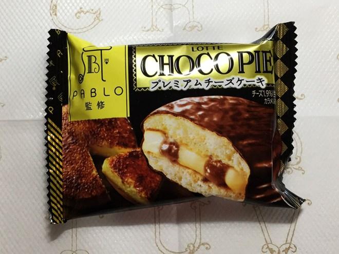 『ロッテ』の「チョコパイパブロ監修プレミアムチーズケーキ」パブロロゴ入り