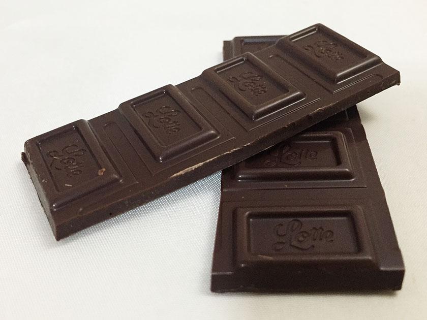 『ロッテ』の「ガーナブラックチョコレート」意外と黒くない