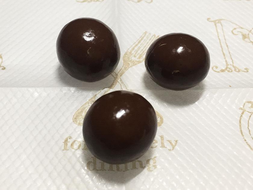 『明治』の「おいしいoff砂糖50%オフまろやかミルクチョコレート」ふつうのチョコっぽい