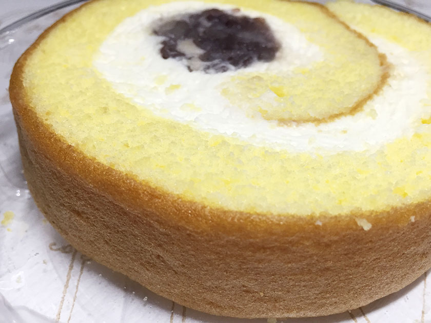 『柳月』の「十勝生まれのチーズロールTOKACHICCO」しっとりスポンジケーキ