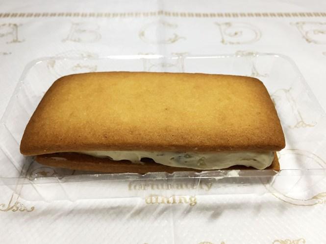 『ローソンマチカフェ』の「レーズンサブレ」プラスチックケース入り、大きめサイズ