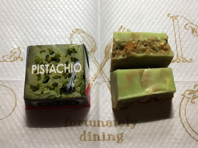 『チロルチョコ』の「冷やして食べゴロっジェラート」ピスタチオ断面