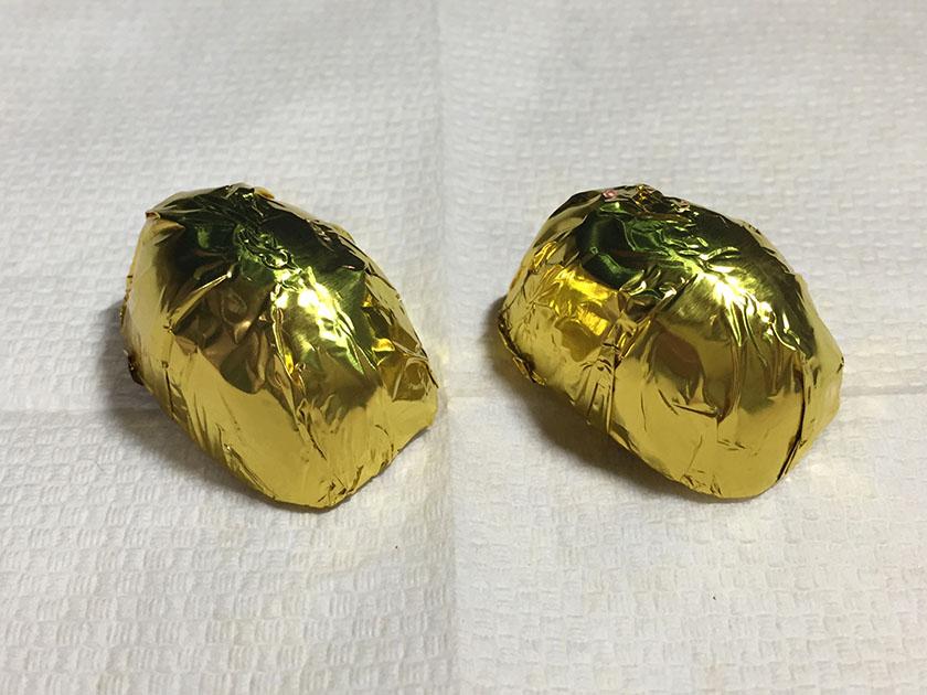 『セブンプレミアム』の「アーモンドチョコレート」アルミ包装
