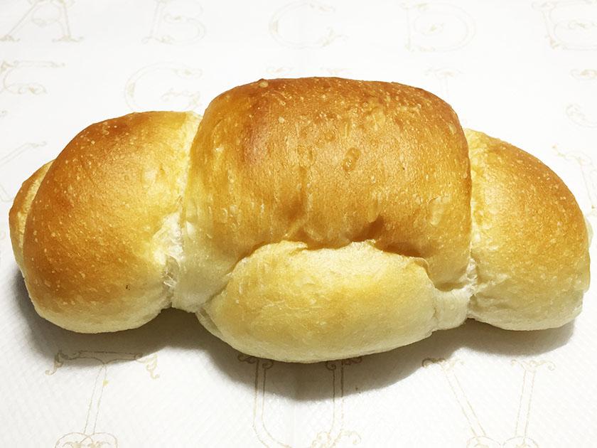 『ペンギン』の「アスパラベーコン」塩パン、形はクロワッサンぽい