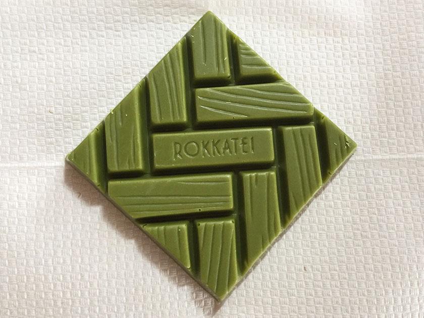 『六花亭』の「抹茶ホワイトチョコレート」正方形
