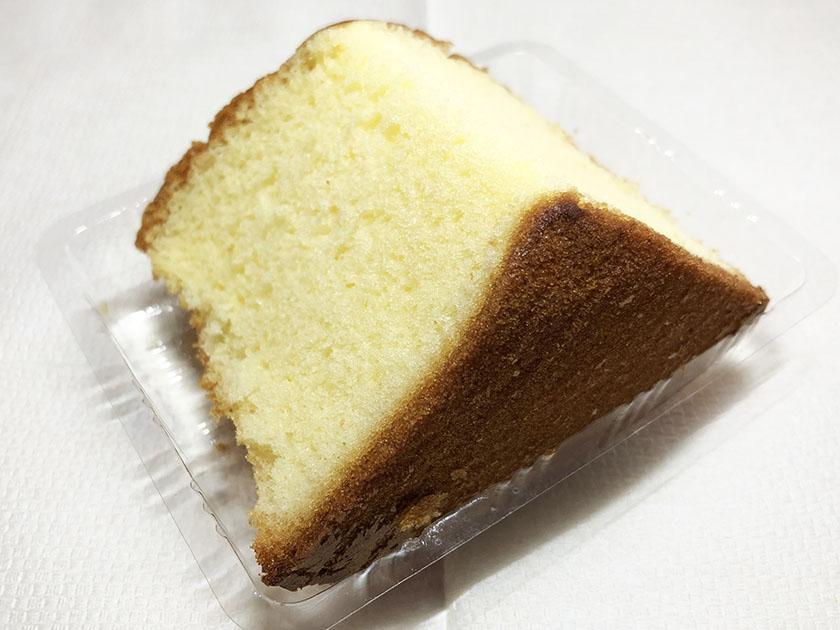 『セブンカフェ』の「ふんわりシフォンケーキ」たまご色のスポンジケーキ