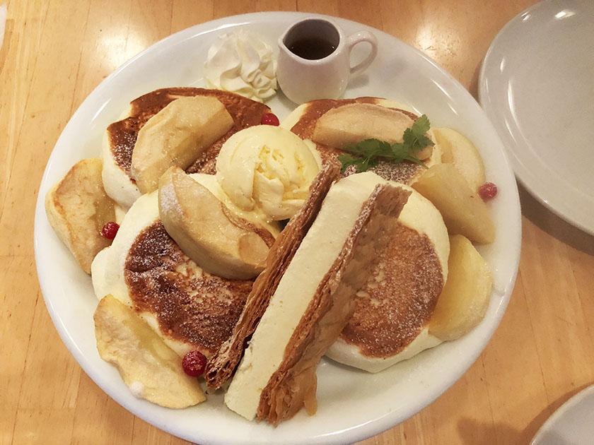 『ドレモルタオ』の「パンケーキメープル&ローストアップル」盛りだくさん