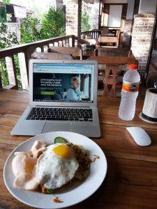 Pozdravujem z Warungu na Bali
