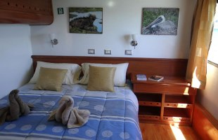 Angelito Yacht cabin double bed