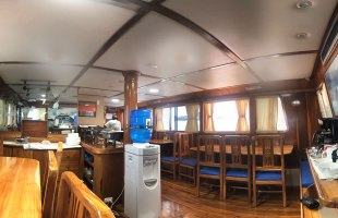 Fragata Yacht dining room