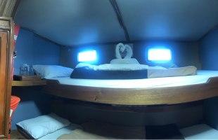 Cabin with bunkbeds on Golondrina Yacht