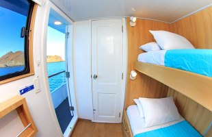 Cabin with bunk beds on Aqua Yacht