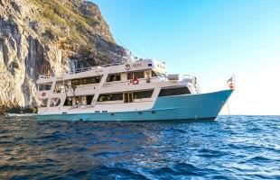 Galapagos cruise Yate Aqua