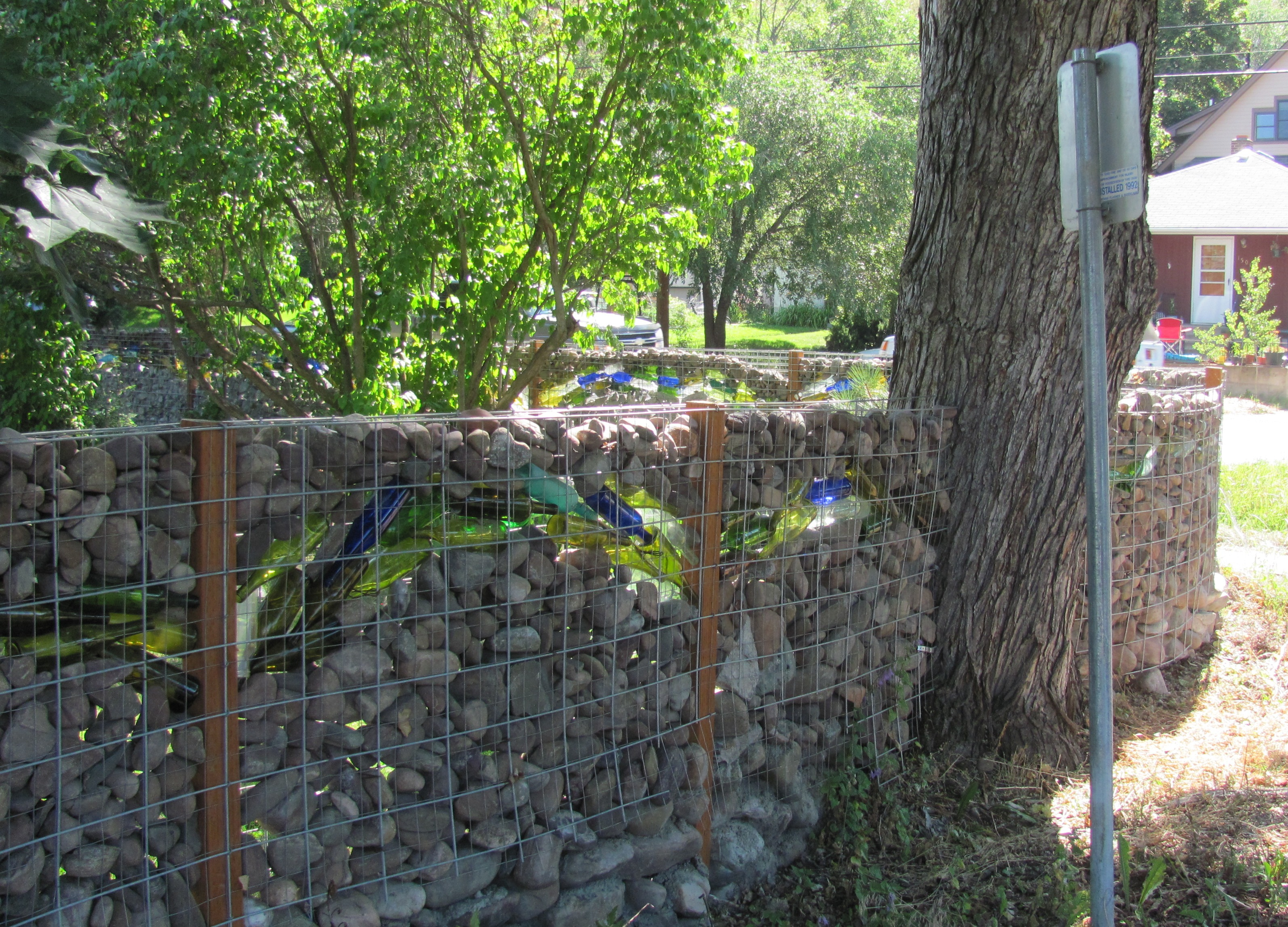 Creative fence design diy ideas for your own front yard for Yard fence ideas